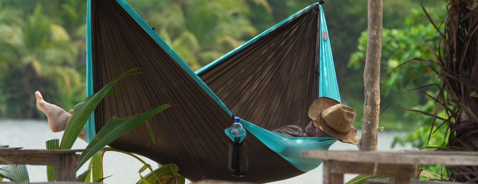 Hammocking for travelers and hikers